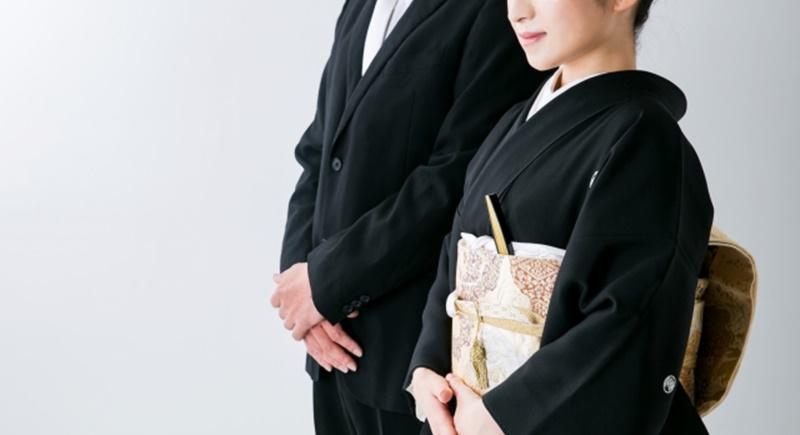 黒い服や卒業袴の印象