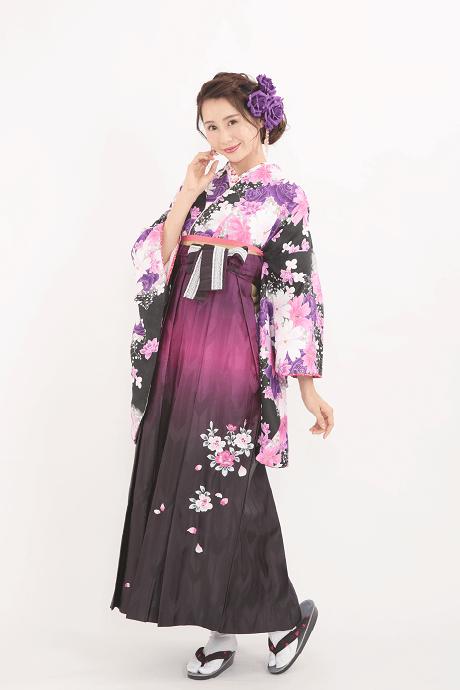 レンタル着物:HL黒バラにコスモス+レンタル袴:HL紫ぼかしバラ刺繍の全体画像