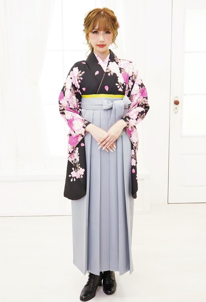 ネットで安くレンタルできる黒とグレーの卒業式袴