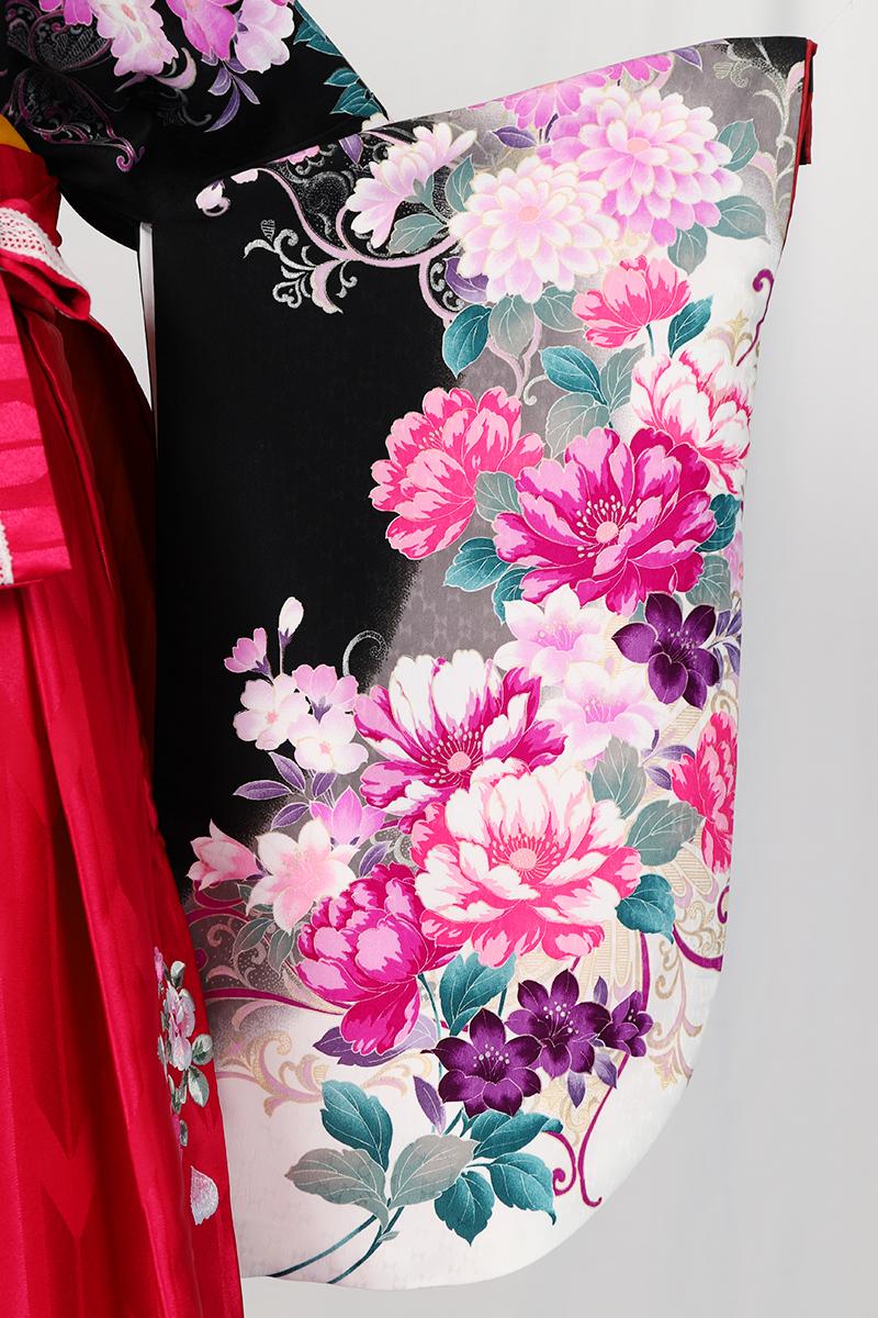 レンタル着物:ハナエモリ黒地四季花色どりの袖