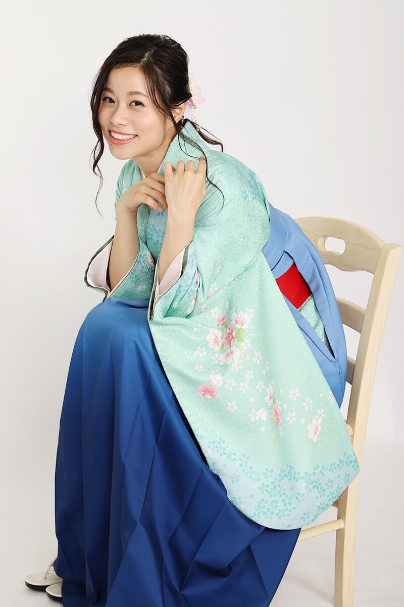 清潔感のある青い卒業式袴コーディネート