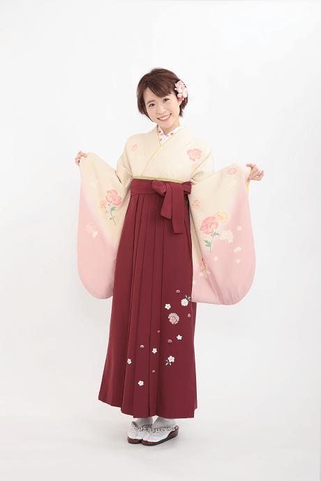 レンタル着物:ベージュピンク洋花+レンタル袴:エンジ友疋田桜の全体画像