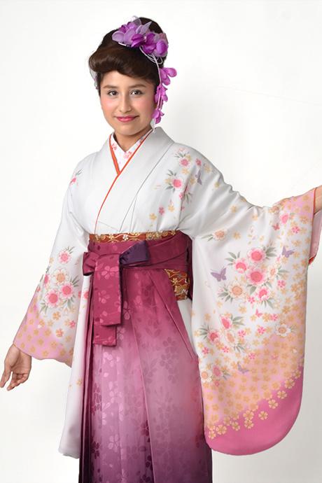 【着物】白地淡ピンク小桜にチョウ