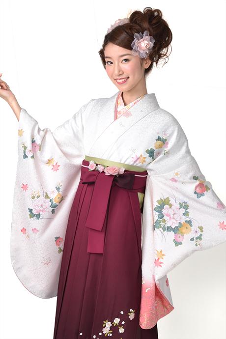 【着物】白地に菊にボタン