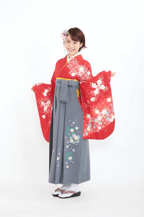 レンタル着物:赤地に朱袖小桜集+レンタル袴:コンネズ友サクラの全体画像