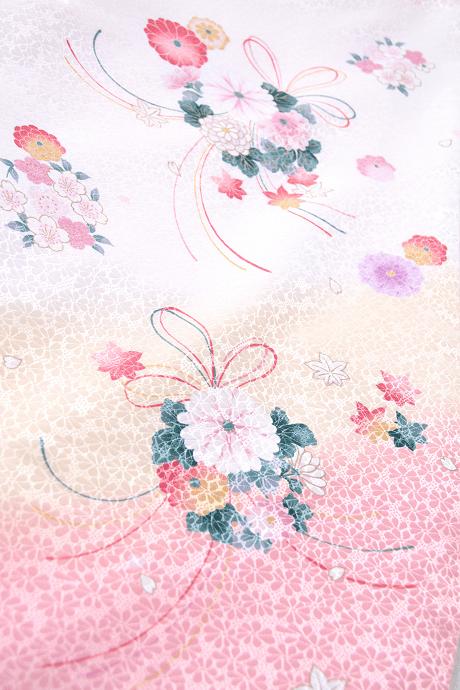 レンタル着物:白地に束ね菊桜の色柄詳細