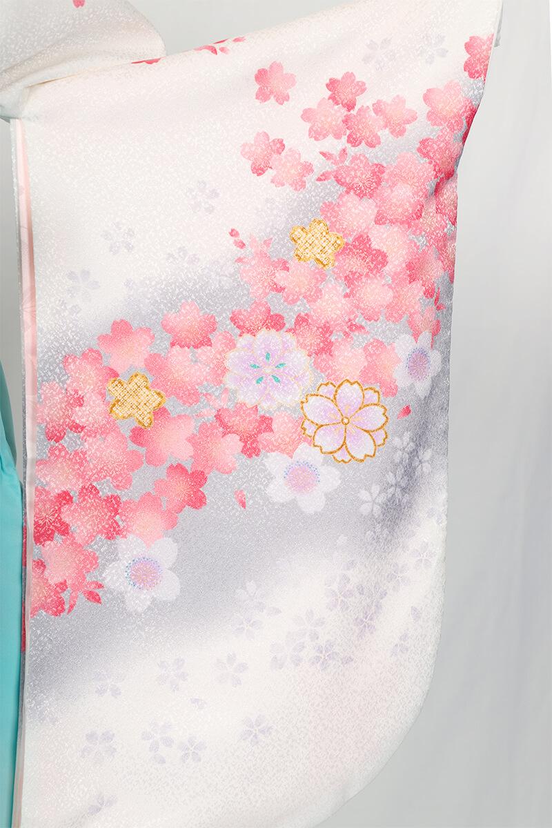 レンタル着物:白地にピンクグレー桜の袖