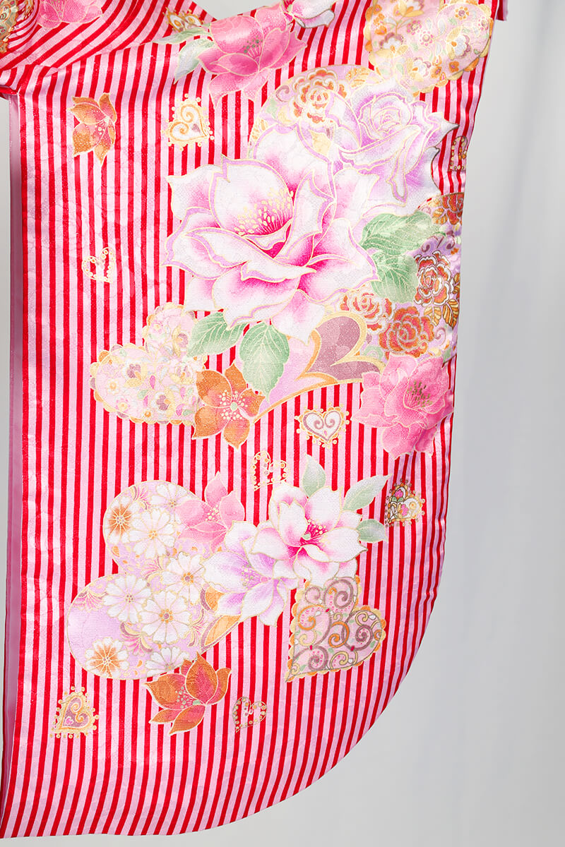 レンタル着物:ピンクストライプバラとハートの袖