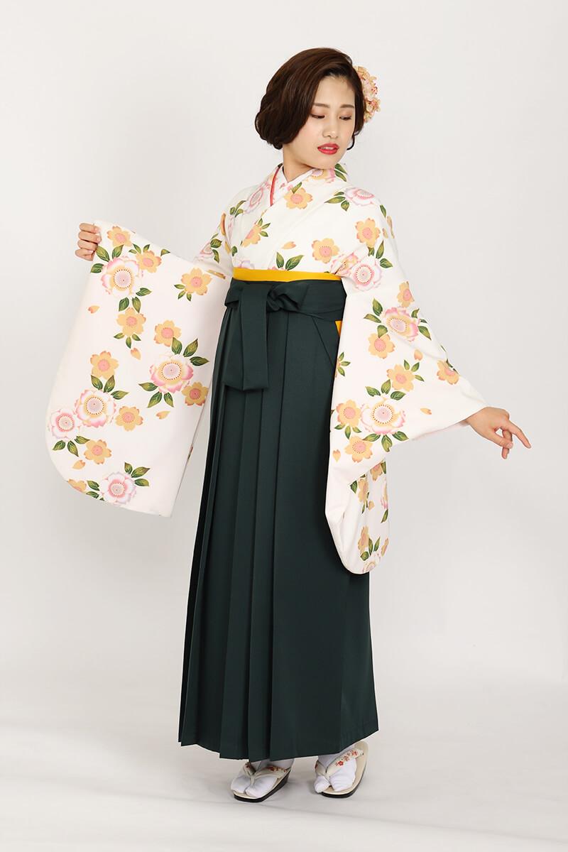黄色で描かれた八重桜が可憐な卒業式袴