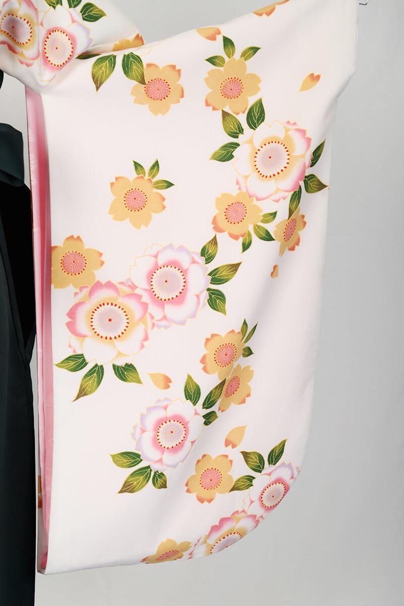 レンタル着物:白地に八重桜の袖
