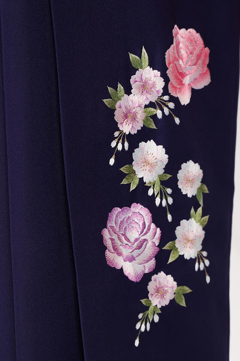 レンタル袴:紺ボカシバラ刺繍詳細