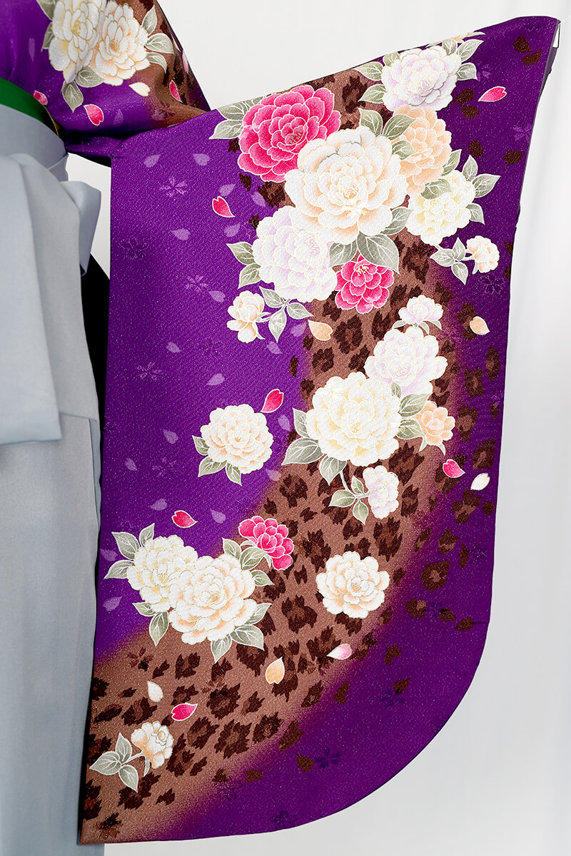 レンタル着物:茶ラメバラ吹雪の袖
