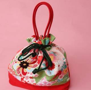 袴レンタルに必要な高品質で種類も豊富な小物!